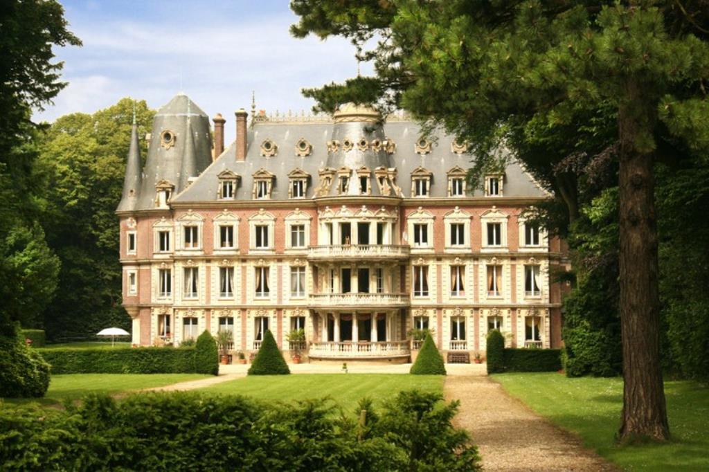 Chateau A Restaurer A Vendre En Normandie