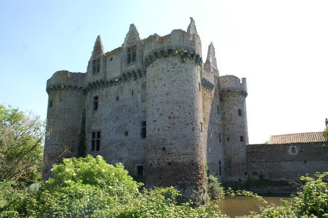 Chateau fort a vendre en france