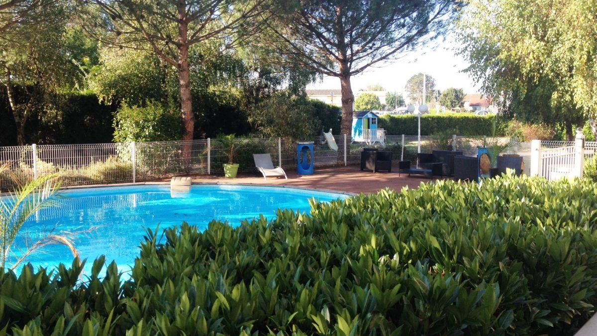 Hotel avec piscine en bourgogne chateau u montellier - Piscine chalon sur saone ...