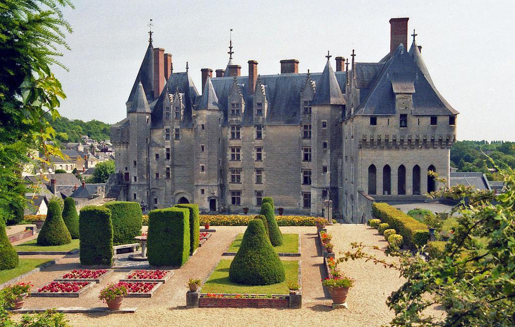 Le Plus Grand Chateau De La Loire Chateau U Montellier